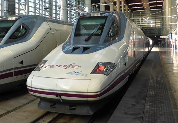 Disfruta de la Feria de Málaga viajando en trenes AVE