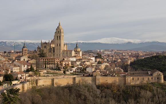 Conoce Segovia con un viaje en AVE este otoño