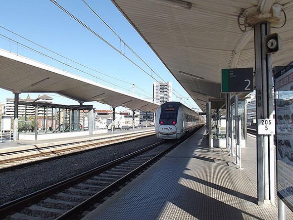Este verano 2018 la vía de los trenes Santander-Torrelavega estará renovada