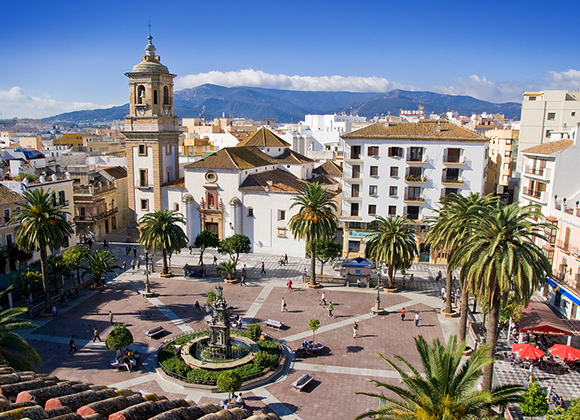 Disfruta conociendo Algeciras viajando en tren