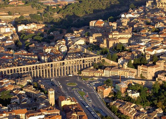 Disfruta haciendo un viaje en tren a Segovia