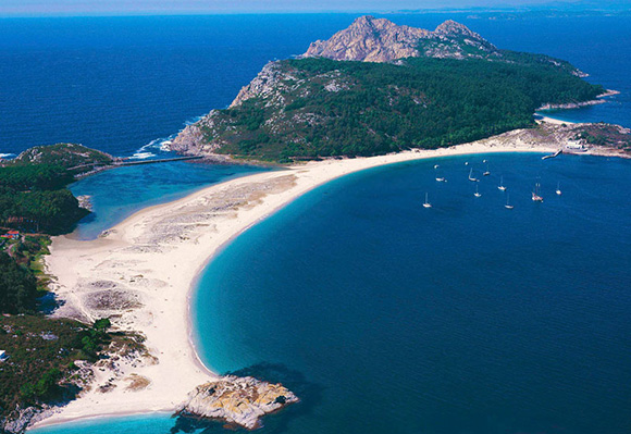 Conoce la ciudad de Vigo y las Islas Cíes viajando en tren