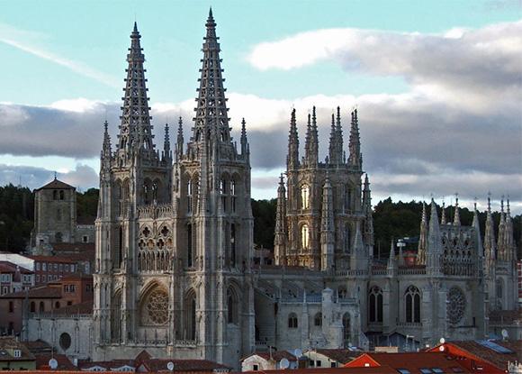 Viaja en tren para conocer la ciudad de Burgos